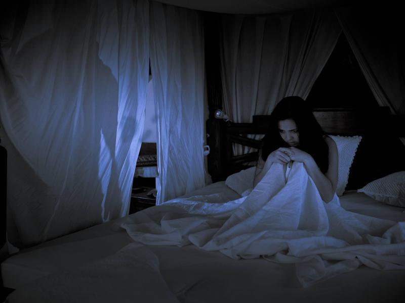 Schlaflos aus Furcht: Eine übersteigerte Angst vor Dunkelheit kann viele Ursachen haben. Foto: Martin Moxter/Westend61/dpa-tmn