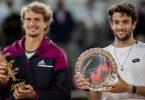 Madrid-Sieger Alexander Zverev (l) und der Zweitplatzierte Matteo Berrettini erhalten ihre Trophäen während der Siegerehrung. Foto: Bernat Armangue/AP/dpa