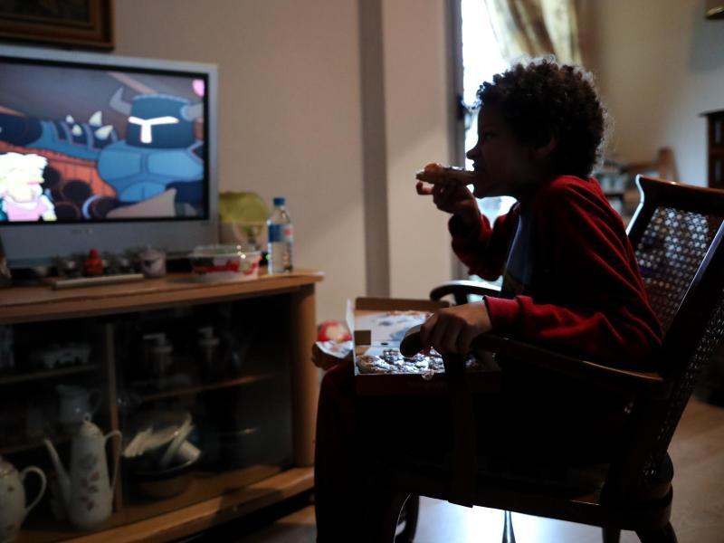 Das Europa-Büro der WHO rechnet damit, dass die Pandemie zu mehr Fettleibigkeit bei Kindern führen wird. Foto: Jesús Hellín/Europa Press/dpa