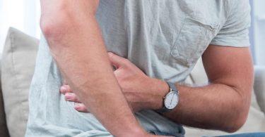 Bauch und Psyche hängen eng zusammen: Dauerstress kann zum Beispiel zu einer gestörten Verdauung führen. Foto: Christin Klose/dpa-tmn