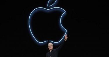 Tim Cook, CEO von Apple, spricht auf der Apple-Entwicklerkonferenz WWDC. Im App-Store-Prozess zwischen Apple und der Spielefirma Epic hast die zuständige Richterin Zweifel an Teilen des Geschäftsmodells des iPhone-Konzerns erkennen lassen. Foto: Jeff Chiu/AP/dpa