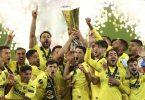 Hoch den Pott: Villarreals Spieler feiern ihren Sieg im Europa-League-Finale gegen Manchester United. Foto: Maja Hitij/Pool Getty/AP/dpa