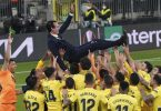 Nach dem Triumph feierten die Villarreal-Profis ihren Trainer Unai Emery. Foto: Janek Skarzynski/Pool AFP/AP/dpa