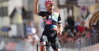 Einheimischer Tagessieger der 18. Giro-Etappe 2021: Alberto Bettiol. Foto: Gian Mattia D'alberto/LaPresse/AP/dpa
