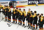 Nach der knappen Niederlage gegen Finnland sind die deutschen Spieler enttäuscht. Foto: Roman Koksarov/dpa