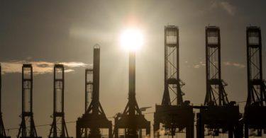 Die Exportindustrie brummt. Foto: Daniel Bockwoldt/dpa