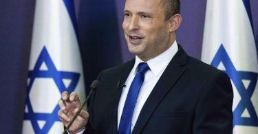 Naftali Bennett wirft Benjamin Netanjahu eine zerstörerische Spaltungspolitik vor. Foto: Yonatan Sindel/Pool Flash 90/AP/dpa