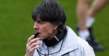 Bundestrainer Joachim Löw belastet seine EM-Spieler in den ersten Tagen in Österreich hart. Foto: Christian Charisius/dpa