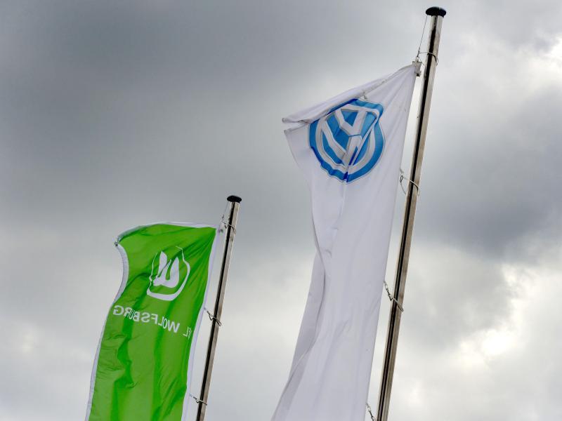 Der VfL Wolfsburg gehört mehrheitlich dem VW-Konzern. Foto: picture alliance / Peter Steffen/dpa/Archiv