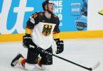 Die deutschen Eishockey-Cracks um Tom Kühnhackl verloren gegen die USA. Foto: Roman Koksarov/dpa