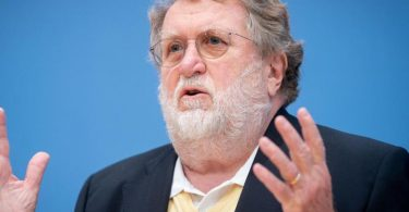 Thomas Mertens, Vorsitzender der Ständigen Impfkommission, ist weiter skeptisch in Bezg auf Kinderimpfungen. Foto: Kay Nietfeld/dpa
