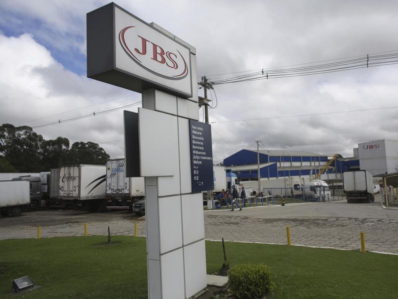 Ein Hackerangriff auf den weltgrößten Fleischkonzern JBS aus Brasilien hat große Teile der Produktion in Nordamerika und Australien lahmgelegt. Foto: Eraldo Peres/AP/dpa