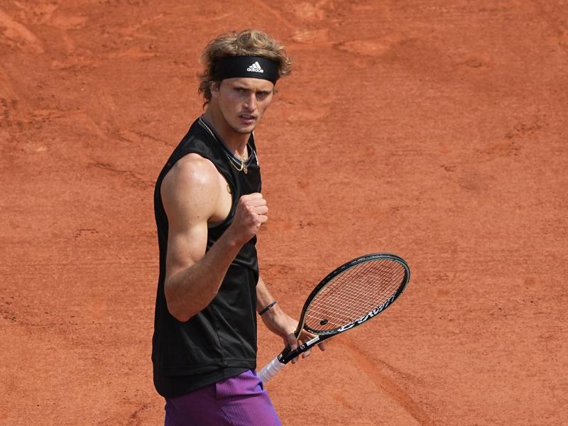 Alexander Zverev hat bei den French Open die dritte Runde erreicht. Foto: Michel Euler/AP/dpa