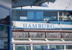 Unter Hygieneauflagen werden in Hamburg Hafenrundfahrten wieder erlaubt. Foto: Marcus Brandt/dpa