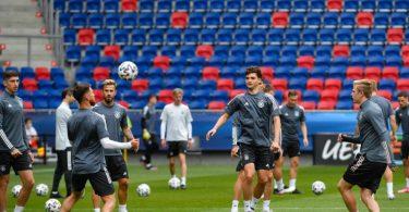 Die Spieler der deutschen U21 trainieren in der MOL Arena Sosto. Foto: Marton Monus/dpa