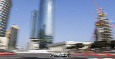 Beim Grand Prix von Aserbaidschan führt die Rennstrecke durch Baku. Foto: Sergei Grits/AP/dpa