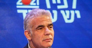 Der bisherige Oppositionsführer Jair Lapid teilte Präsident Rivlin kurz vor Ablauf einer Frist mit, er habe ein Bündnis von acht Parteien aus allen politischen Lagern geschmiedet. Foto: Ilia Yefimovich/dpa