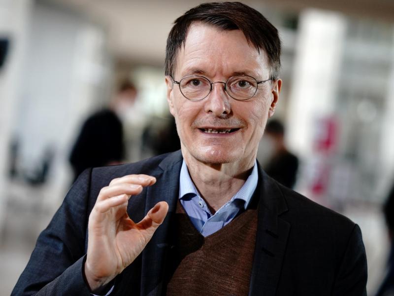SPD-Gesundheitsexperte Karl Lauterbach glaubt trotz Corona-Pandemie an einen relativ entspannten Sommer. Foto: Kay Nietfeld/dpa/Archivbild