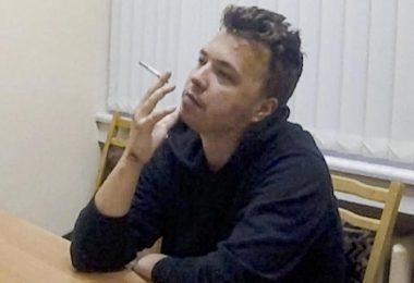 War vor knapp zwei Wochen in Minsk an Bord eines Ryanair-Passagierflugzeugs festgenommen worden: Roman Protassewitsch. Foto: Uncredited/ONT channel/AP/dpa