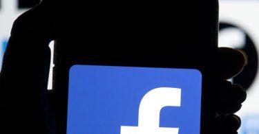 Facebook wird jeden Monat von fast drei Milliarden Menschen genutzt und verfügt über insgesamt fast sieben Millionen Werbekunden. Foto: Dominic Lipinski/PA/dpa