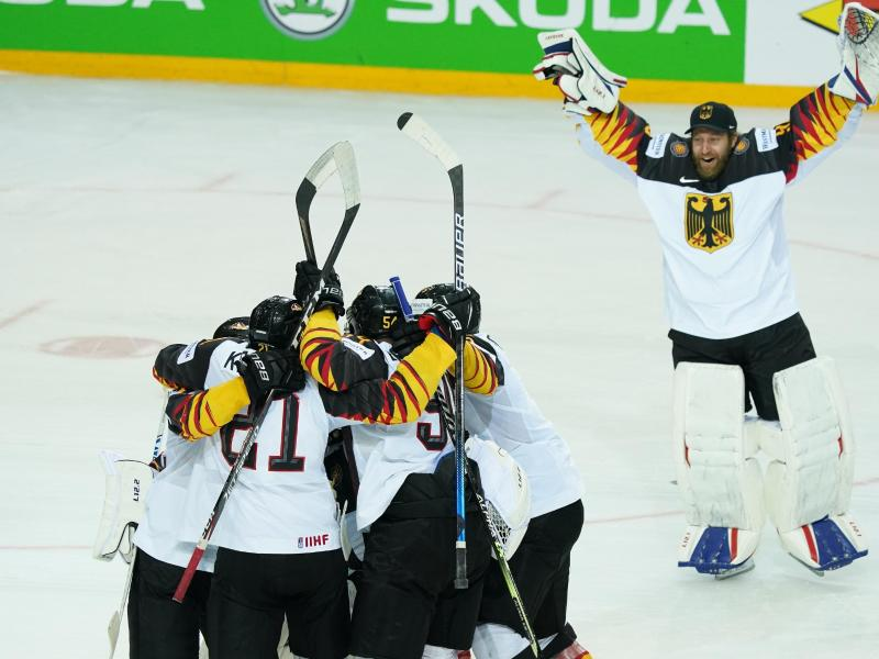 Die deutsche Eishockey-Nationalmannschaft spielt damit um die erste WM-Medaille seit 1953. Foto: Roman Koksarov/dpa/Archivbild