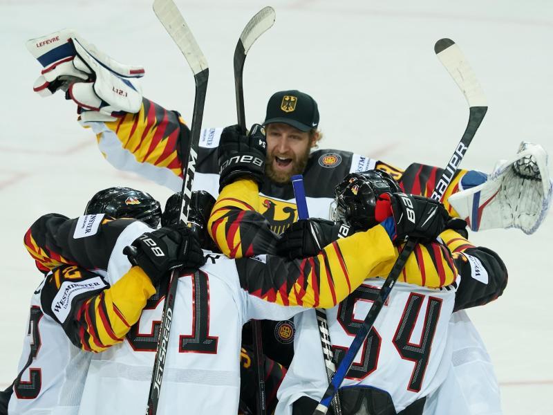Bis ins WM-Halbfinale haben es die deutschen Eishockey-Cracks schon geschafft: Gegen Finnland geht es nun um den Finaleinzug. Foto: Roman Koksarov/dpa