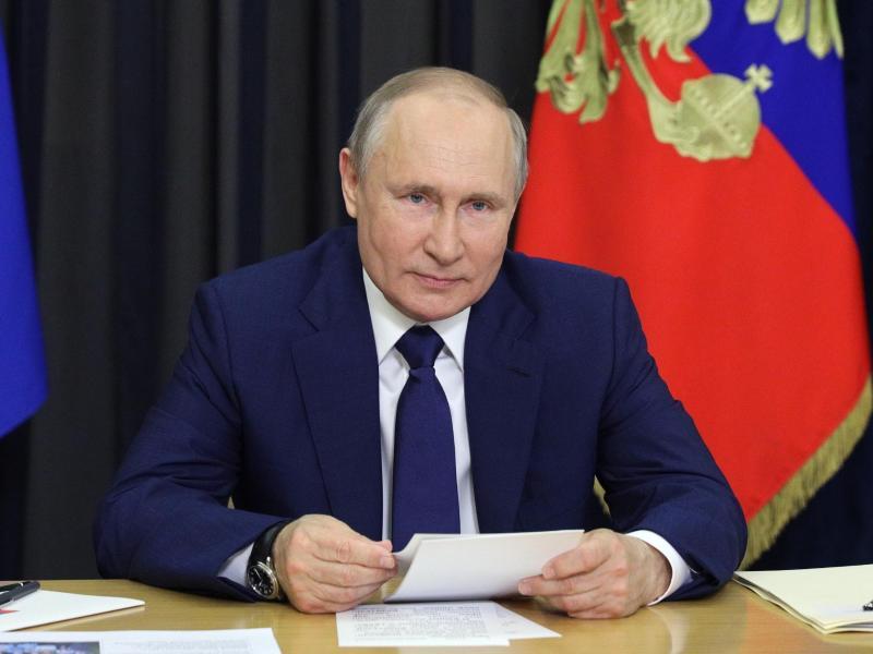 Der russische Präsident Wladimir Putin hat die umstrittenen Gesetze in seinem Land unter anderem gegen «ausländische Agenten» verteidigt. Foto: Sergei Ilyin/Pool Sputnik Kremlin/dpa