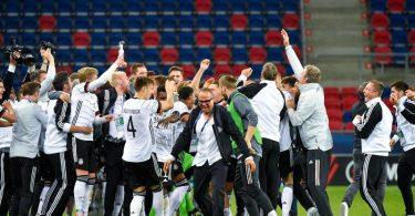 Der DFB-Nachwuchs will auch nach dem EM-Finale jubeln. Foto: Marton Monus/dpa