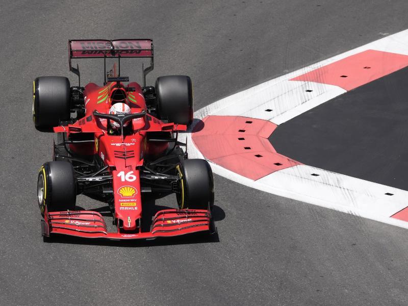 Leclerc vom Team Scuderia Ferrari steuerte sein Auto bei der Qualifikation zum Großen Preis von Aserbaidschan auf die Pole Position. Foto: Darko Vojinovic/AP/dpa