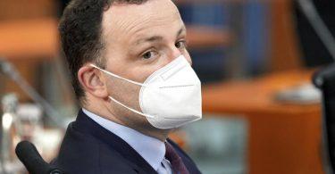 Der Druck auf Gesundheitsminister Jens Spahn steigt nach dem Umgang mit angeblich minderwertigen Masken. Foto: Michael Sohn/POOL AP/dpa