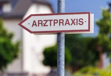 Mit dem Ende der Impf-Priorisierung erwarten die Arztpraxen in Deutschland einen großen Ansturm. Foto: Soeren Stache/dpa-Zentralbild/dpa