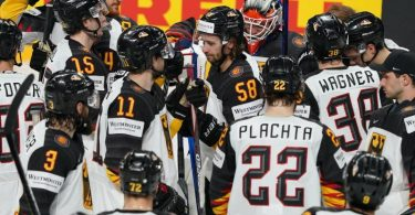 Die deutsche Eishockey-Nationalmannschaft ist nach der WM in der Weltspitze angekommen. Foto: Roman Koksarov/dpa