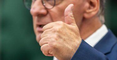 Angebote «in alle Richtungen machen, die sich für uns demokratisch anbieten»: Reiner Haseloff. Foto: Michael Kappeler/dpa