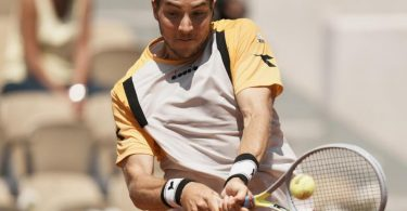 Jan-Lennard Struff schied bei den French Open in Paris aus. Foto: Thibault Camus/AP/dpa