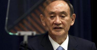 Will die Zahl der ausländischen Olympia-Teilnehmer weiter reduzieren: Japans Premierminister Yoshihide Suga. Foto: Behrouz Mehri/Agence France Presse POOL/AP/dpa