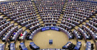Das Europaparlament will das Verfahren für eine Untätigkeitsklage gegen die EU-Kommission einleiten. Foto: Philipp von Ditfurth/dpa
