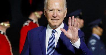 Joe Biden ist mit der Air Force One auf dem Newquay Cornwall Airport angekommen. Foto: Phil Noble/PA Wire/dpa