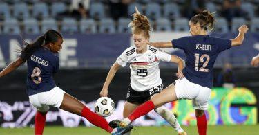 Sjoeke Nüsken musste mit den DFB-Frauen eine knappe Niederlage in Frankreich hinnehmen. Foto: Jean-Francois Badias/AP/dpa