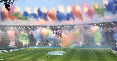 Farbenfroh: Mit einer Eröffnungszeremonie wurde die Fußball-EM in Rom eröffnet. Foto: Matthias Balk/dpa