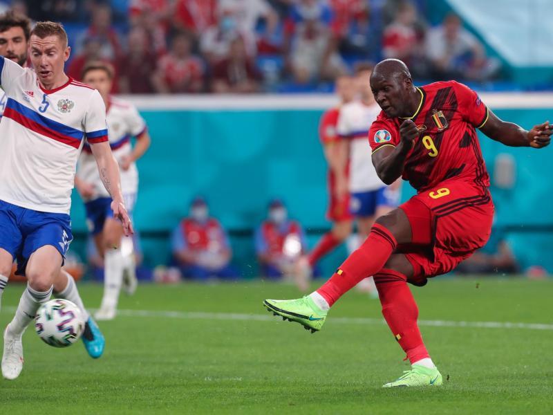 Belgiens Stürmerstar Romelu Lukaku (r) erzielte den ersten Treffer. Foto: Igor Russak/dpa