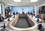 Staats- und Regierungschefs sowie weitere Vertreter der G7-Staaten nehmen an einer Arbeitssitzung während des G7-Gipfels teil. Am letzten Tag beschäftigen sie sich hauptsächlich mit dem Thema Klimawandel. Foto: Leon Neal/Getty Pool/AP/dpa