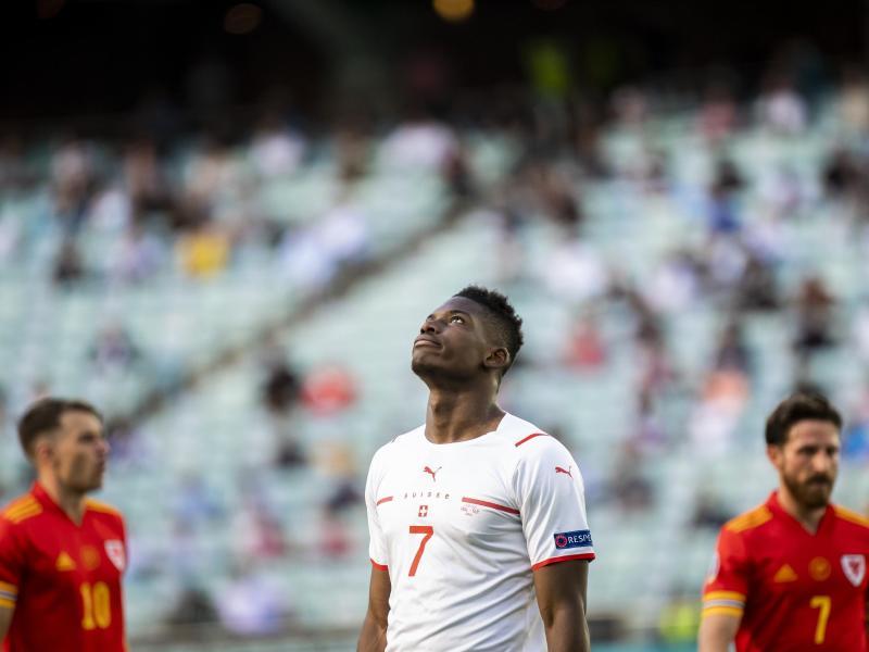 Chance vergeben:Breel Embolo haderte gegen Wales mit sich selbst. Foto: Jean-Christophe Bott/Keystone/dpa