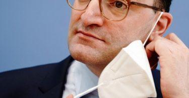 Bundesgesundheitsminister Spahn: «In einem ersten Schritt kann die Maskenpflicht draußen grundsätzlich entfallen». Foto: Kay Nietfeld/dpa
