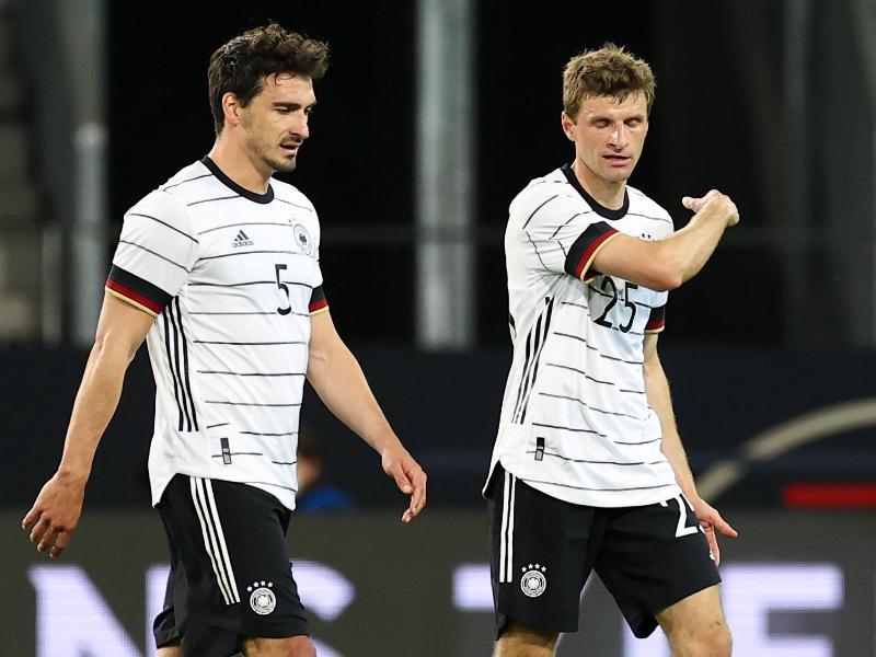 Sollen vorangehen beim DFB-Team: Mats Hummels (l) und Thomas Müller. Foto: Christian Charisius/dpa