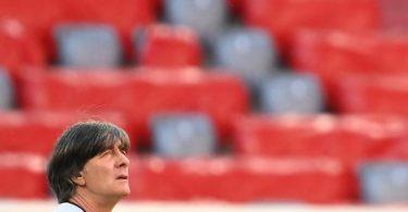 Ohne Wehmut und hochmotiviert bereitet sich Joachim Löw in München auf den EM-Auftakt gegen Frankreich vor. Foto: Federico Gambarini/dpa