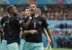 Droht Ungemach durch die UEFA: Marko Arnautovic (r). Foto: Robert Ghement/POOL EPA/AP/dpa