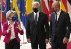 EU-Kommissionspräsidentin Ursula von der Leyen und EU-Ratspräsident Charles Michel (r) empfangen US-Präsident Joe Biden in Brüssel. Foto: Francisco Seco/AP/dpa