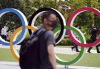 Ausländischen Olympioniken droht bei Verstoß gegen die Corona-Verhaltensregeln eine Ausweisung aus Japan. Foto: Eugene Hoshiko/AP/dpa