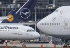 Eine Boeing 747 (r) und ein Airbus A-321 (l) der Lufthansa auf dem Frankfurter Flughafen. Teil des Kompromisses ist, dass alle von der WTO genehmigten Strafzölle der USA und der EU für fünf Jahre ausgesetzt werden. Foto: Boris Roessler/dpa