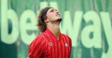Alexander Zverev verlor in Halle überraschend. Foto: Friso Gentsch/dpa